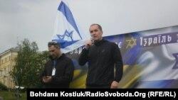 Мітинг до 70-річчя Держави Ізраїль, на сцені Цві Аріелі (л) та Юрій Бутусов (п), Київ, 18 травня 2018 року