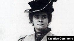 Beatrice Hastings (Emily Haigh)