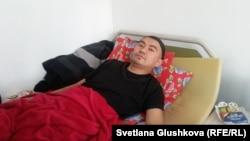 Житель Астаны Жаслан Сулейменов в квартире в Астане после освобождения из тюрьмы. 9 февраля 2017 года.