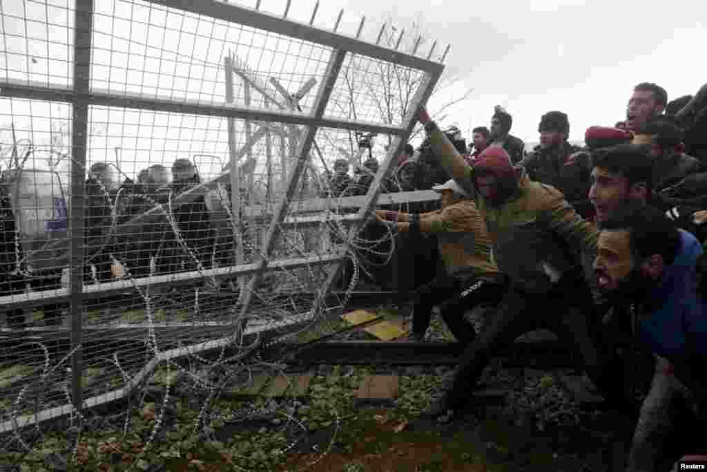 """Представители организации """"Врачи без границ"""" уверены: если в ближайшее время не решить """"пограничный"""" вопрос, то в накаленной обстановке уровень насилия неизбежно увеличится"""