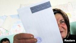 Glasanje u selu Komorane, 09. januar 2011.