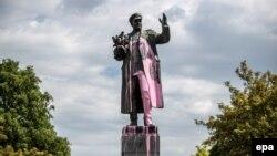 Statuia mareșalului Ivan Konev mânjită cu vopsea, Praga, mai 2019