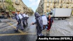 Pandemiya dövrü, küçələr dezinfeksiya edilir, Bakı, 18 aprel 2020