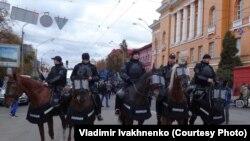 Конная полиция на шествии националистов в Киеве, 14 октября 2017