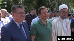 Слева направо: Глава Нурлата Алмаз Ахметшин, губернатор Самарской области Дмитрий Азаров, муфтий Самарской области Талип Яруллин