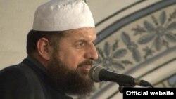 Сұлтан Мехмет Фатих мешітінің имамы Шефкет Красниги.