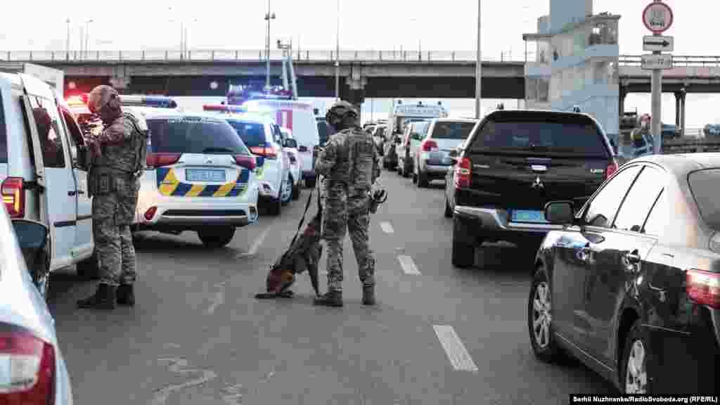 На місце події прибув підрозділ Національної поліції для вирішення надзвичайних ситуацій «КОРД»