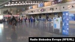 Prve konkretne posljedice po putovanja i turizam već osjećaju avioprevoznici, jer su privremeno obustavljeni avionski letovi iz Crne Gore ka Milanu i Bolonji (Fotografija: Aerodrom u Podgorici)