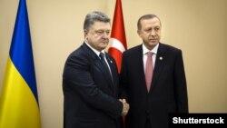 Попередня зустріч президентів України Петра Порошенка (ліворуч) і Туреччини Реджепа Ердогана відбулася в Парижі під час міжнародної конференції щодо зміни клімату, 30 листопада 2015 року (©Shutterstock)