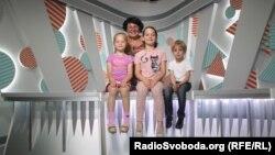 Дина Ибрагимова и младшая группа «Веселка ТВ»