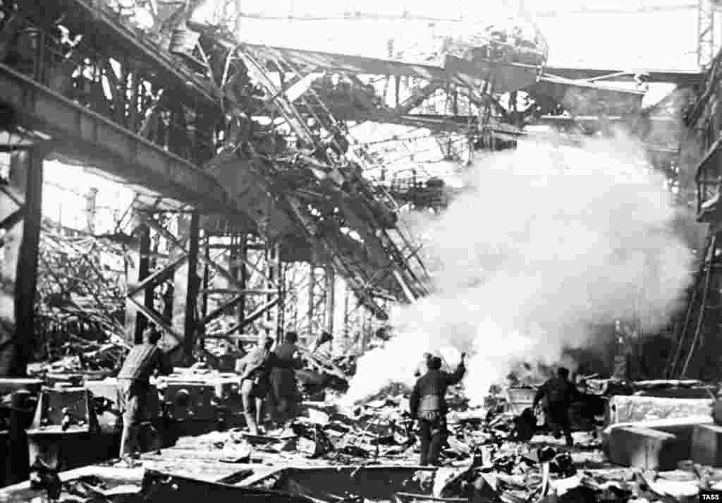 Heavy fighting on the grounds of the Red October Factory during the Battle of Stalingrad. (TASS)