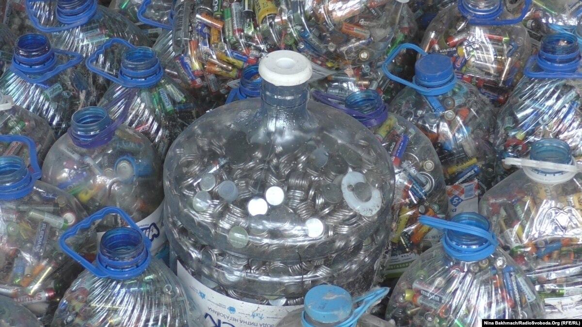 В Чернигове активисты собрали 300 тысяч батареек, но не знают, что с ними делать дальше