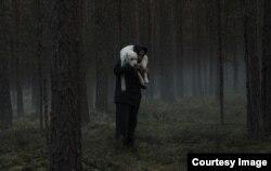 Егор выхаживает больную собаку Белку