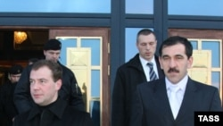 Президент России и президент Ингушетии (справа)