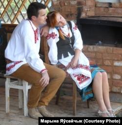 """Танцоры на адпачынку. Алёна і Аляксандар Субоціны з этнаграфічнага аб'яднаньня """"Поўнач"""" зь Віцебска"""