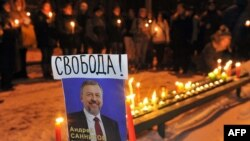 В поддержку Санникова его сторонники выступали сразу же после ареста. Снимок сделан 21 декабря 2010 года в Минске.