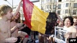 В Брюсселе, Антверпене, Генте и Брюгге состоялись массовые акции самого разного характера – от классических манифестаций и маршей студентов до пивного праздника и коллективного стриптиза