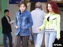 Өзбекстанда студент қыздарға сабаққа джинс шалбармен келуге тыйым салынған.