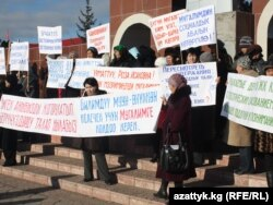 Мугалимдердин нааразылык акциясы, Жети-Өгүз, 13-декабрь, 2010-жыл