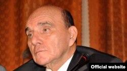 Член делегации Азербайджана в ПАСЕ , руководитель азербайджанской делегации в ПА Евронест Эльхан Сулейманов