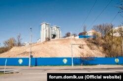 Так виглядала ділянка на вулиці Кіквідзе, 41–43 у березні 2014 року