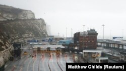 Така изглежда затвореното пристанище, което по това време на годината обикновено е натоварено.