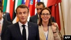 Francuski predsjednik Emanuel Makron i zvaničnica za evropska pitanja Ameli de Monšalin
