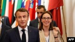 Францускиот претседател Емануел Макрон и државен секретар за европски прашања Амели Де Моншалан.