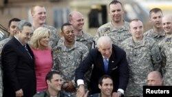 Vicepreședintele american Joe Biden la o întîlnire cu militari israelieni la Tel Aviv