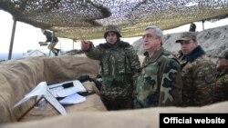 Нагорный Карабах - Президент Армении Серж Саргсян на позициях близ Талыша, 10 декабря 2016 г․