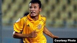 «Регар-ТадАЗ» командасының футболшысы Ахтам Хамрокулов.