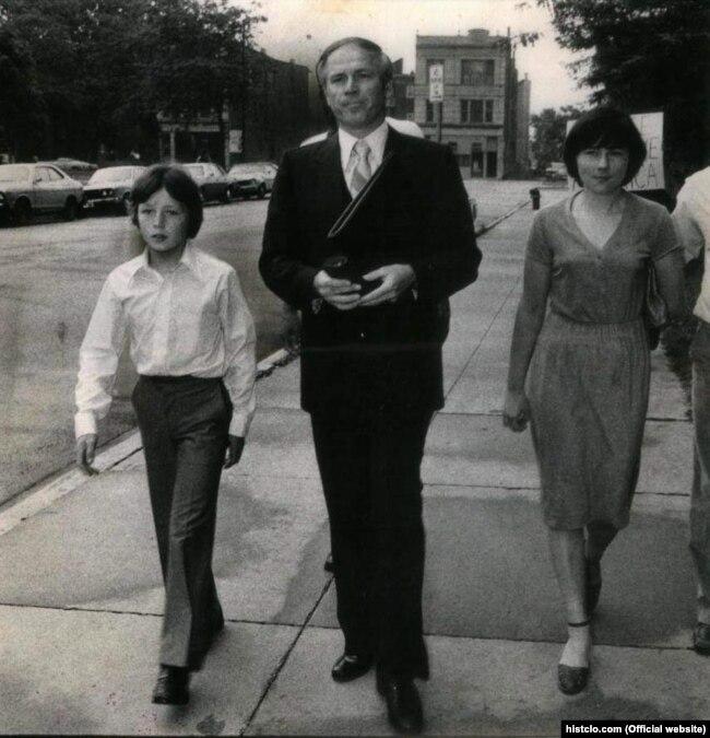 Владимир и Наталия Половчак с адвокатом Юлианом Кулясом, 1980 год