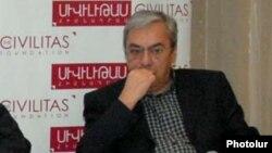 Экс-глава Центрального банка Армении Баграт Асатрян (архив)