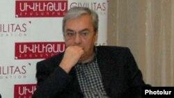 Կենտրոնական բանկի նախկին նախագահ Բագրատ Ասատրյանը, արխիվ: