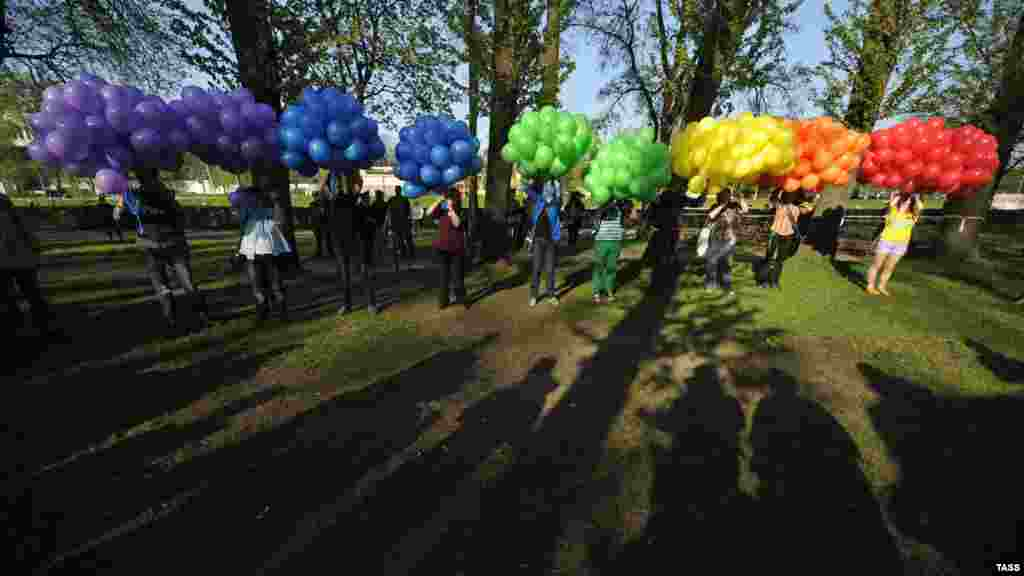 "Activists prepare to release balloons during the ""Rainbow flashmob"" organized at Petrovsky Ostrov Park on International Day Against Homophobia in St. Petersburg on May 17. (ITAR-TASS)"