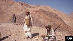 د ننګرهار په غرونو کې د طالبانو وسله وال کسان.۱۴م اکتوبر ۲۰۱۱م کال