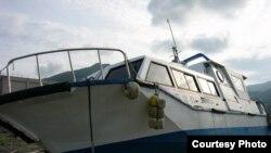 Япония -- Корабль после цунами в префектуре Ивате, 03 мая 2011. Фото Мисато Косуге