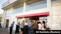 Gužva ispred banke BLC u Sidonu