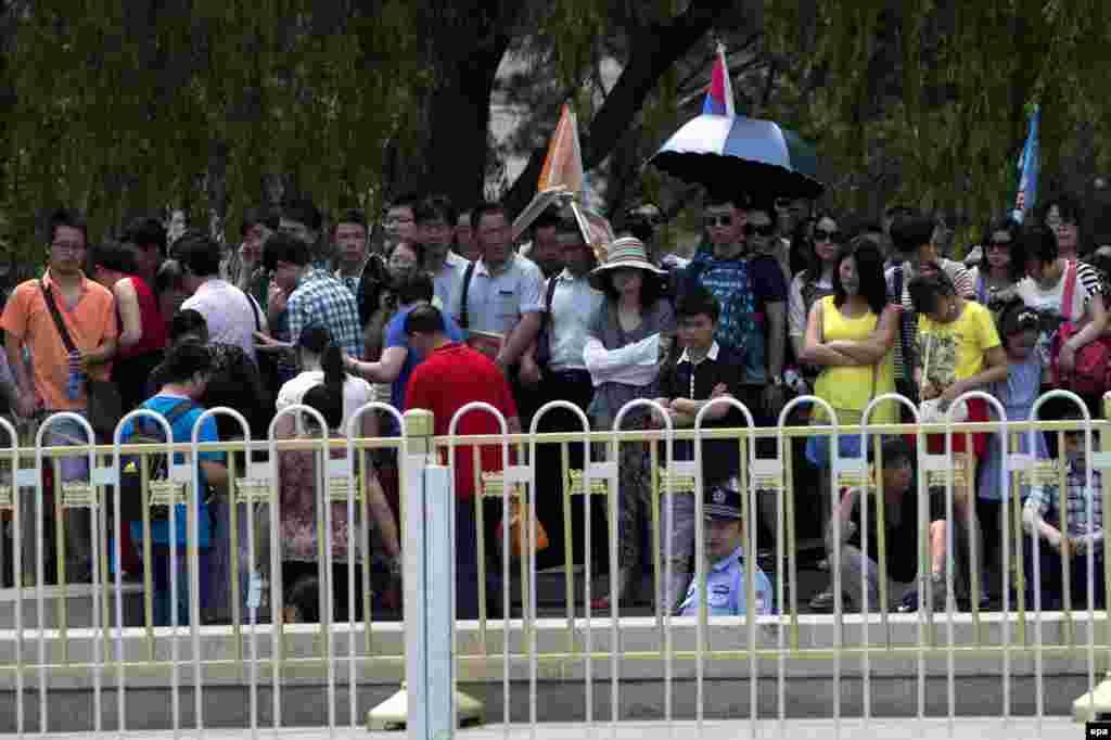 В Пекине усилены меры безопасности в связи с 25-й годовщиной жестокого подавления студенческих протестов на площади Тяньаньмэнь, в результате чего погибли сотни человек. США призвали власти Китая отчитаться за события 4 июня 1989 года и предоставить информацию о погибших, задержанных и пропавших без вести во время и после этих демонстраций.