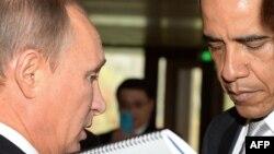 АҚШ пен Ресей президенттері Пекиндегі халықаралық саммит кезінде оңаша сөйлесіп тұр. 11 қараша 2014 жыл.