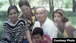Семья Ислама Каримова (слева направо): дочь Лола, супруга Татьяна, Ислам Каримов с внуком и дочь Гульнара