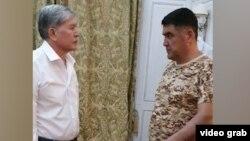Курсан Асанов уговоривает Атамбаева сдаться. 8 августа 2019 года