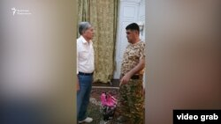 Курсан Асанов и Алмазбек Атамбаев в Кой-Таше. 8 августа 2019 года.