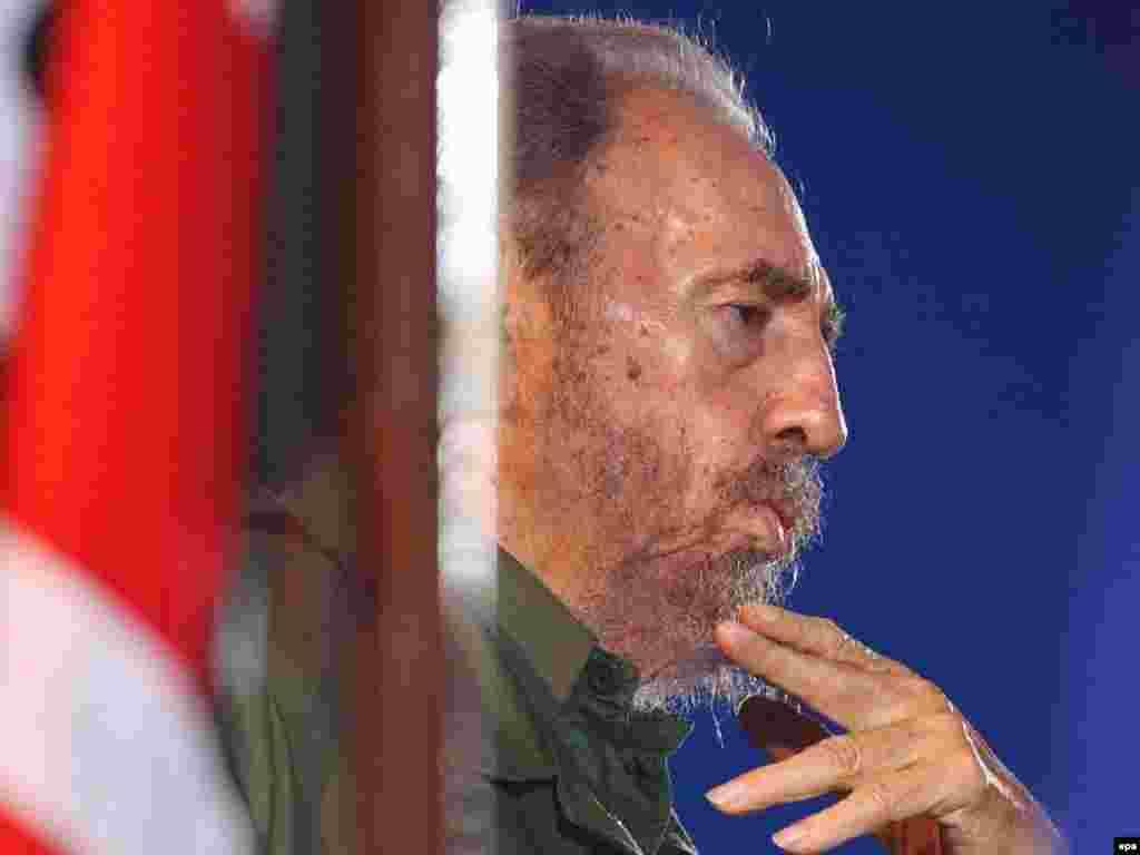 این عکس کاسترو در ۲۶ ژوئیه ۲۰۰۶ در استان هلگین کوبا گرفته شده است.عکس از خبرگزاری (EPA).