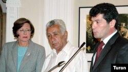 «Elmar Hüseynov demokratiyanın danışan səsi idi»