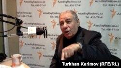 Писатель Акрам Айлисли в Aзербайджанской редакции радио Азаттык. Баку, 31 января 2013 года.