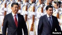 Президенты Туркменистана и Китая Гурбангулы Бердымухамедов (справа) и Си Цзиньпин (слева), Пекин, 12 мая, 2014 (архивное фото)