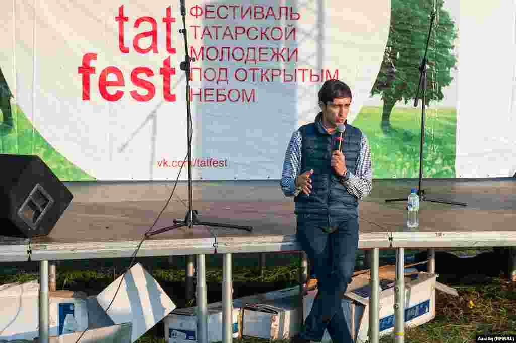 Бәйрәм һәм мәҗлесләр алып баручы Азат Галәмшин татарларның күркәм сыйфатларын барлый
