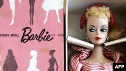 Жарты ғасыр бұрын АҚШ-та жасап шығарылған Барби қуыршағы.