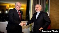 محمدجواد ظریف، وزیر خارجه ایران (راست) و سرگئی ریابکوف، معاون وزیر خارجه روسیه